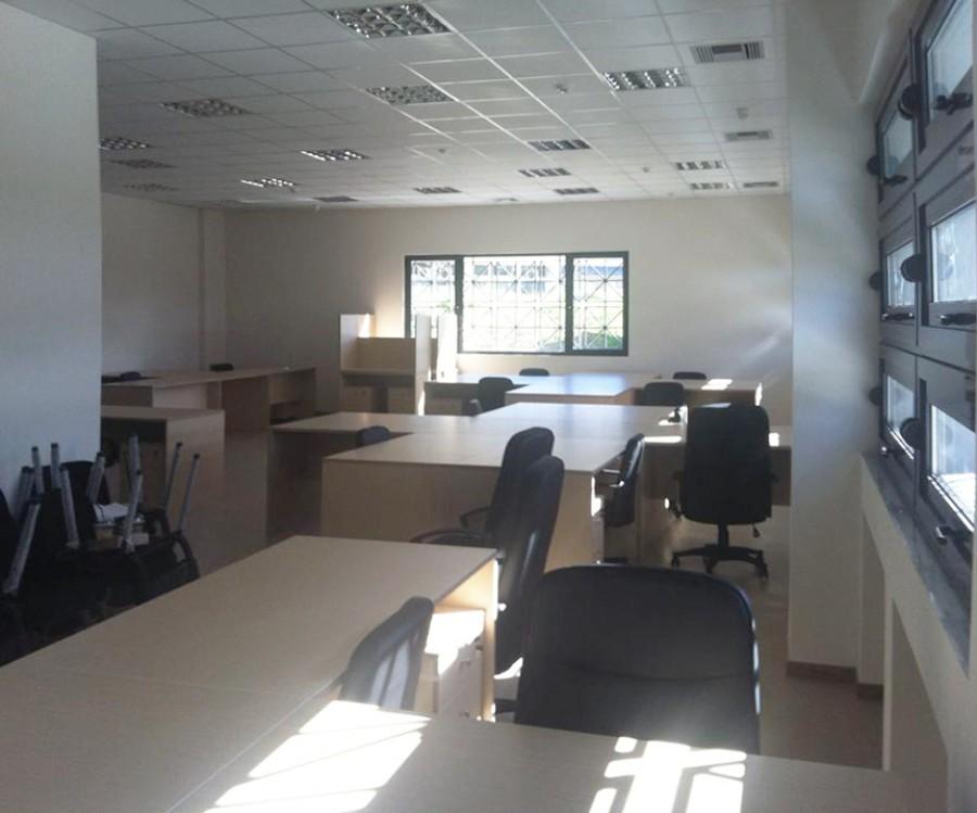 γραφεία μελαμίνης σε επαγγελματικό χώρο