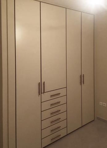 ντουλάπα ανοιγόμενη τετράφυλλη με ενσωματωμένα συρτάρια