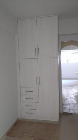 ντουλάπα ανοιγόμενη