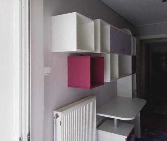 παιδικό γραφείο-βιβλιοθήκη με θήκες λευκό κόκκινο
