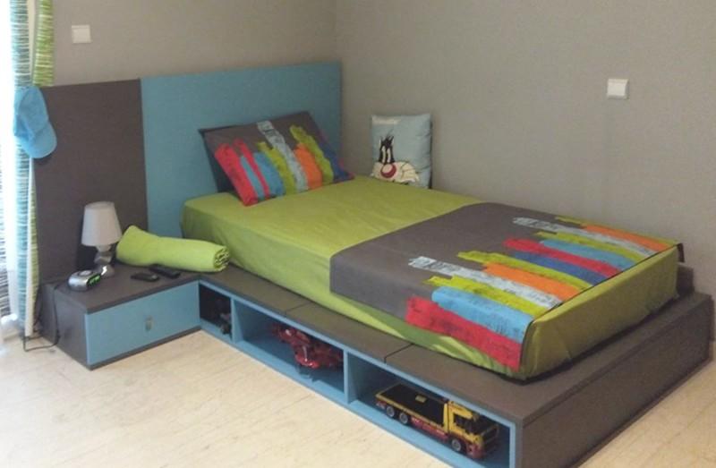 παιδικό κρεβάτι γαλάζιο με ενσωματωμένες θήκες