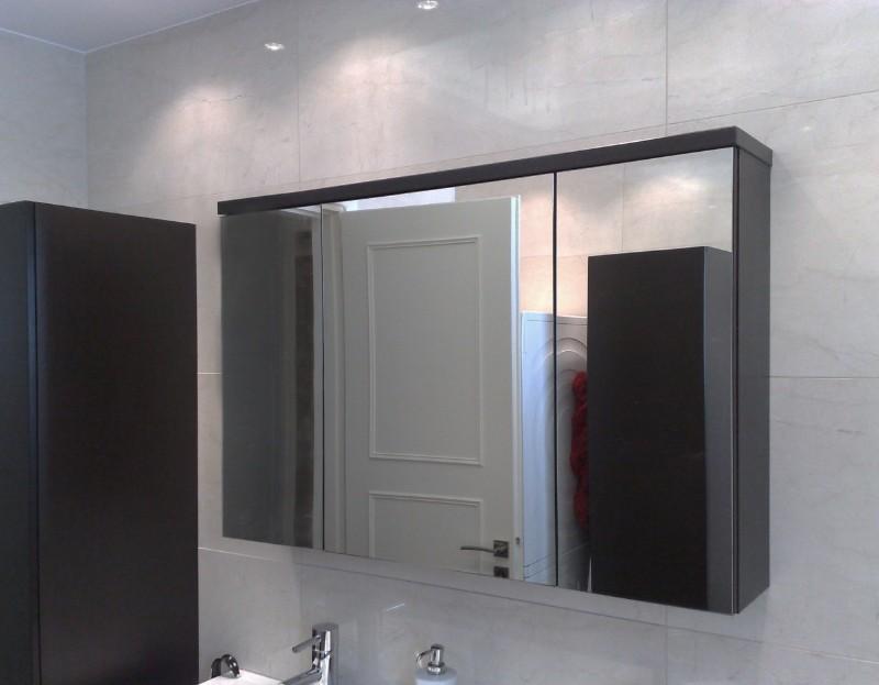 ντουλάπι έπιπλο μπάνιου τριπλό με κρυφό μηχανισμό ανοιγματός