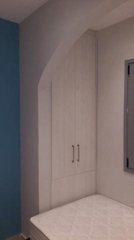 εντοιχιζόμενη δίφυλλη ανοιγόμενη ντουλάπα ανοιχτό καφέ