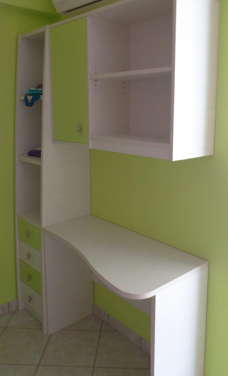 παιδικό γραφείο με ντουλάπα ράφια και συρταριέρα λαχανί