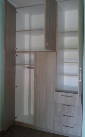τρίφυλλη ντουλάπα ανοιγόμενη μελαμίνης με συρτάρια