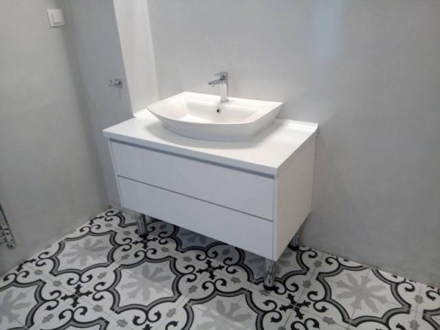 έπιπλο μπάνιου με συρτάρια