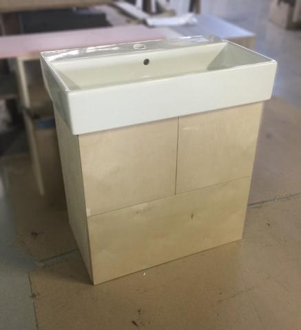 έπιπλο μπάνιου με ντουλάπια