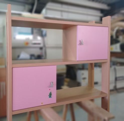 παιδική βιβλιοθήκη με ντουλάπια ρόζ