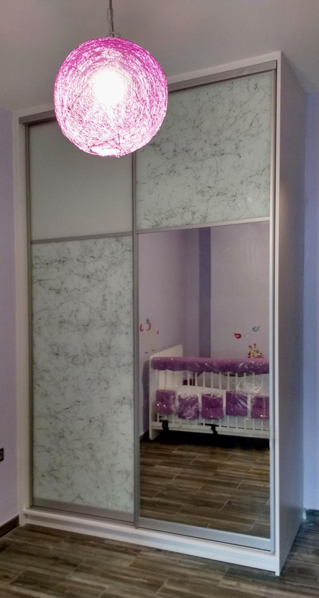 δίφυλλα συρόμενη ντουλάπα με καθρέπτη όψη μαρμάρου