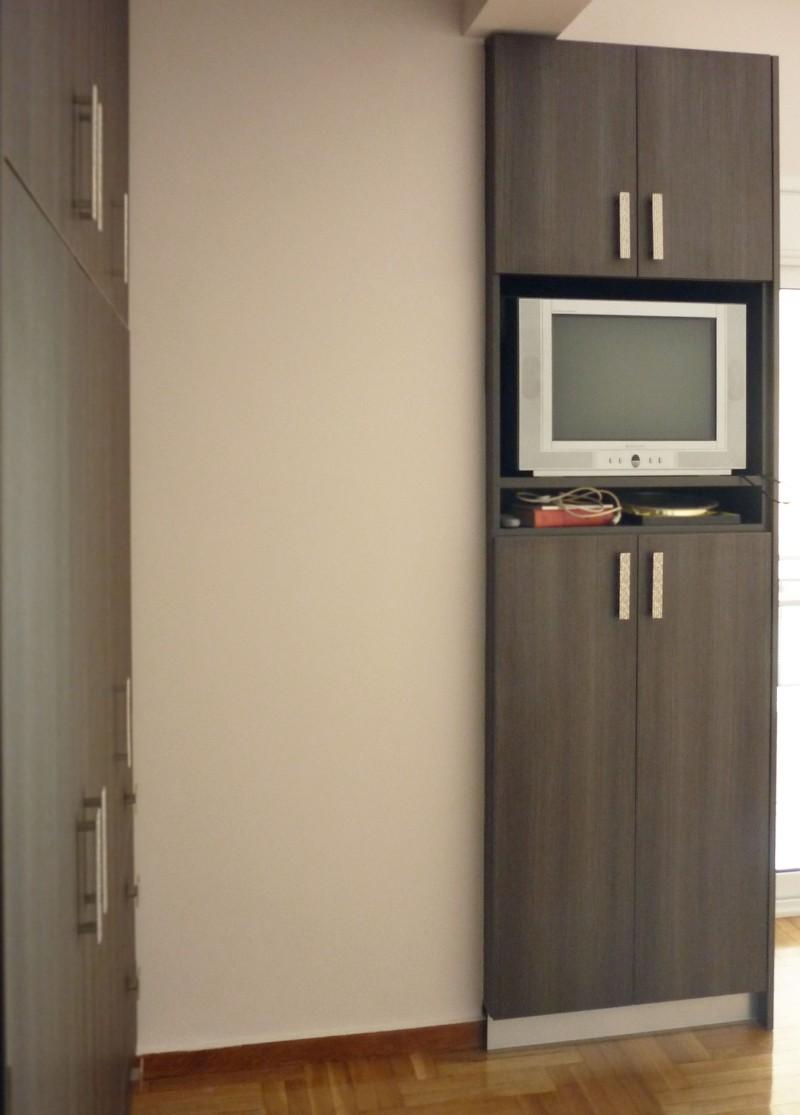 δίφυλλη ανοιγόμενη ντουλάπα με θήκη τηλεόρασης