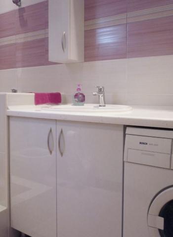 ντουλάπια μπάνιου ανομοιόμορφα
