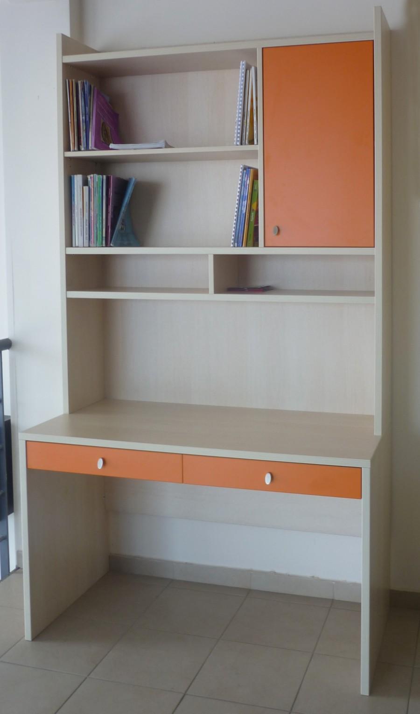 παιδικό γραφείο απλό με ντουλάπι και ράφια