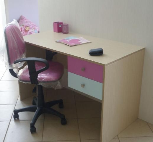 παιδικό γραφείο με καρέκλα