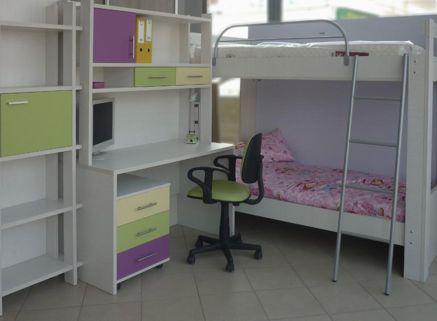 παιδικό γραφείο με ενσωματωμένη βιβλιοθήκη