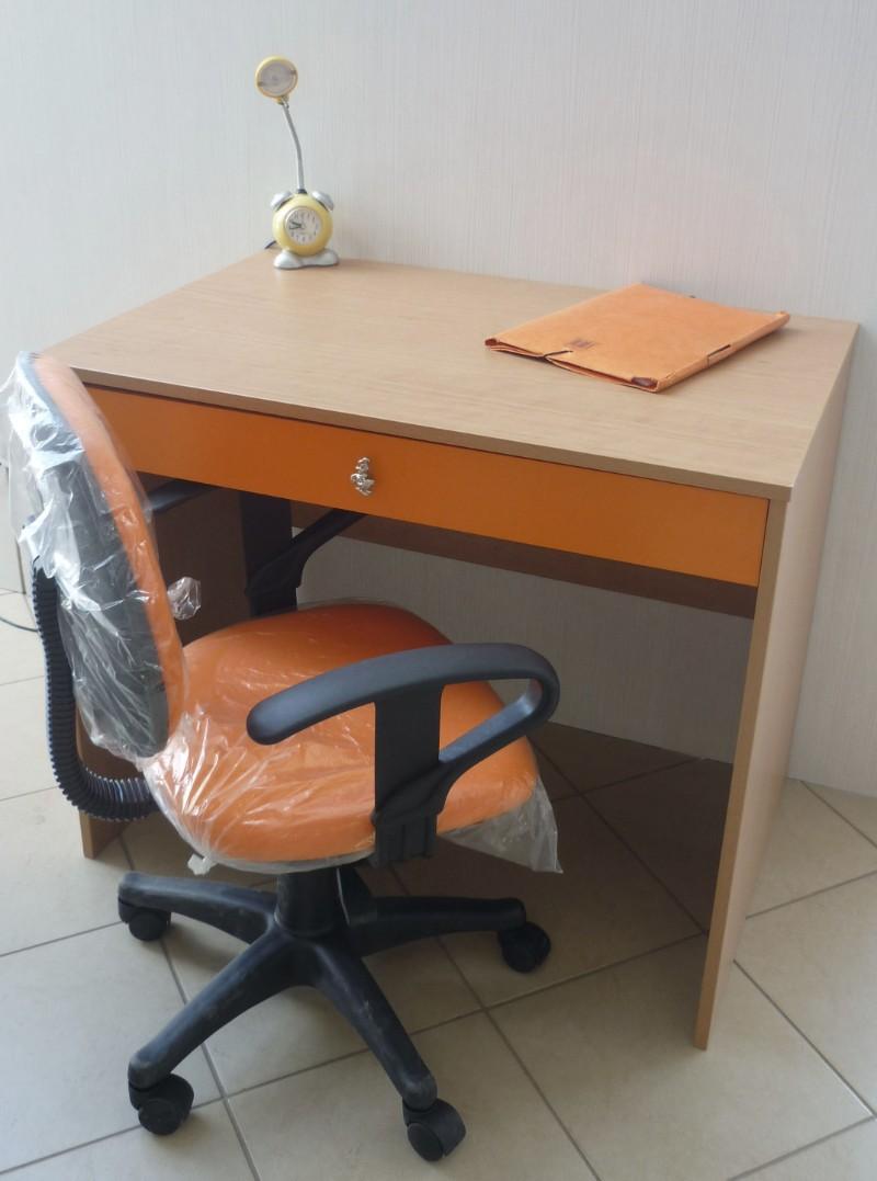 παιδικό γραφείο με καρέκλα πορτοκαλί