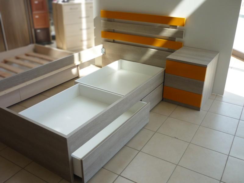 παιδικό κρεβάτι με κρυφά συρτάρια και κομοδίνο πορτοκαλί