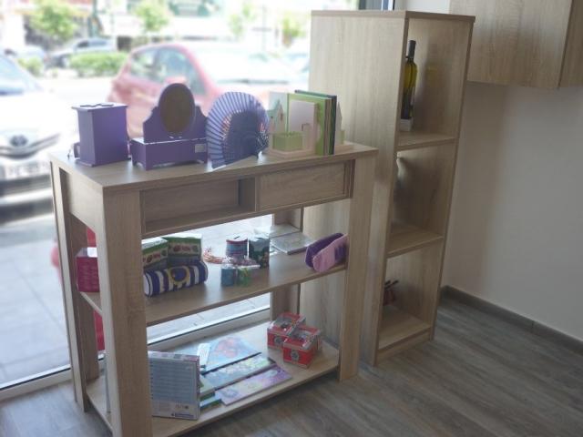 ξύλινο στάντ τοποθέτησης προϊόντων