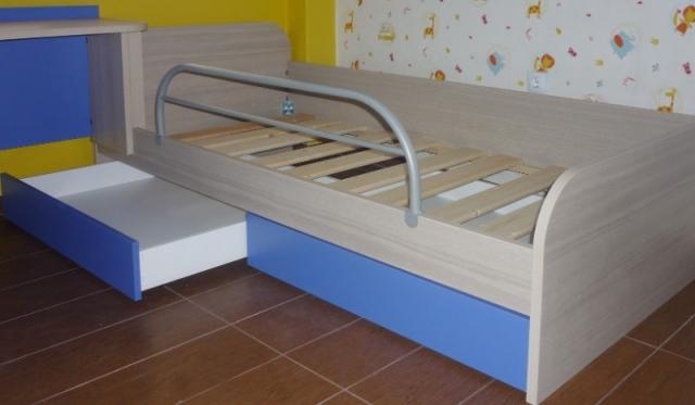παιδικό κρεβάτι μελαμίνης μπλέ με κρυφά συρτάρια και προστατευτικό κάγκελο