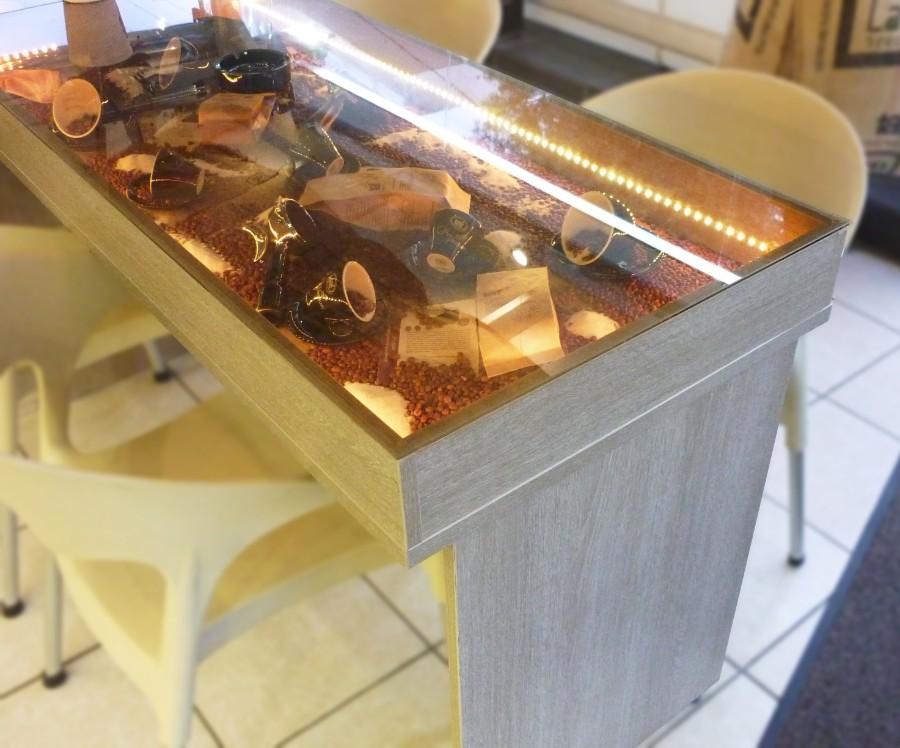 ξύλινο στάντ τοποθέτησης προϊόντων με τζάμι