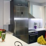 κουζίνα ράφια και ντουλάπια μελαμίνης ανοιχτό καφέ