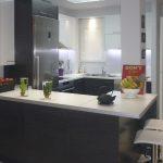 κουζίνα ράφια και ντουλάπια μελαμίνης ανοιχτό καφέ σκούρο μπλέ