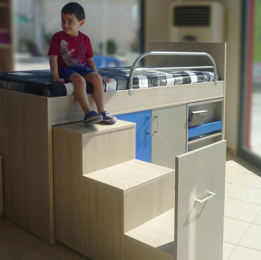 υπερυψωμένο παιδικό κρεβατάκι με ντουλάπια και ράφια γκρί μπλέ