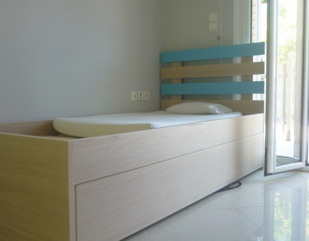 παιδικό κρεβάτι σιέλ με κρυφό αποθηκευτικό χώρο συρτάρι