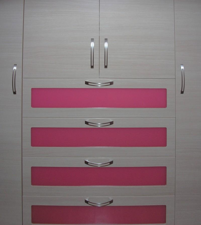 συρταριέρα τρίφυλλης ντουλάπας μελαμίνης