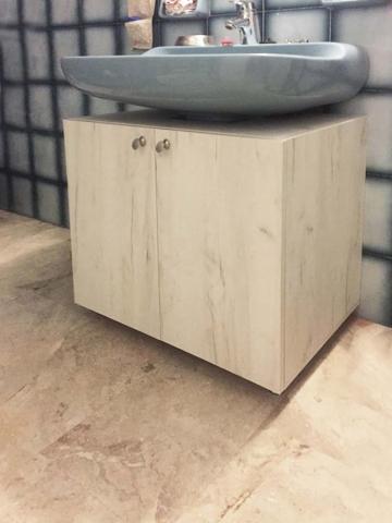 δίφυλλο κρεμαστό έπιπλο μπάνιου με φυσικά νερά ξύλου