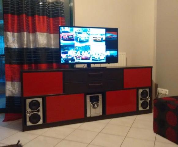 ορθογώνιο έπιπλο τηλεόρασης κόκκινο μαύρο