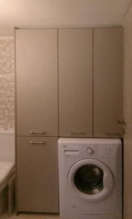 ντούλαπα μπάνιου τρίφυλλη με ειδικό χώρο για το πλυντήριο
