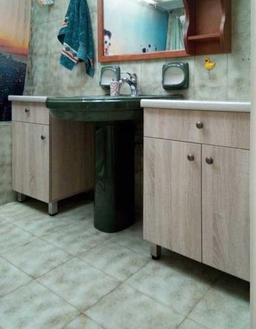 ντουλάπια με συρτάρια με πόδια αλουμινίου για το μπάνιο
