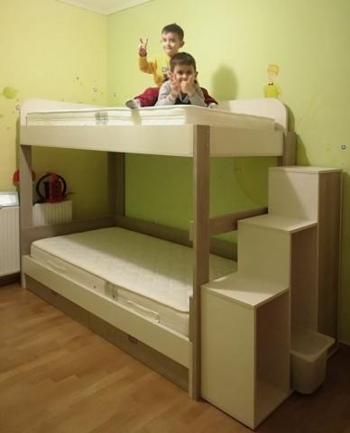 απλή παιδική κουκέτα γκρί ανοιχτό με ντουλάπια για σκαλιά