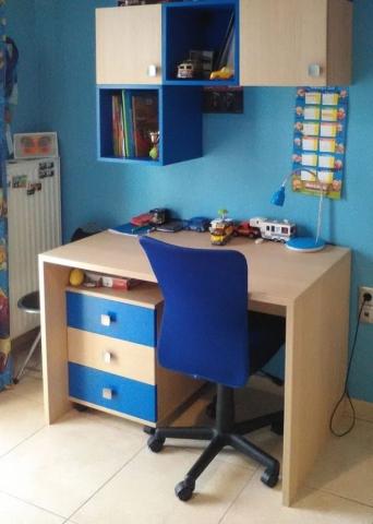 παιδικό γραφείο με βιβλιοθήκη μπλε και χρώμα του ξύλου