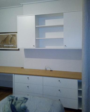 σύνθετο γραφείο με ραφιέρα και συρταριέρα