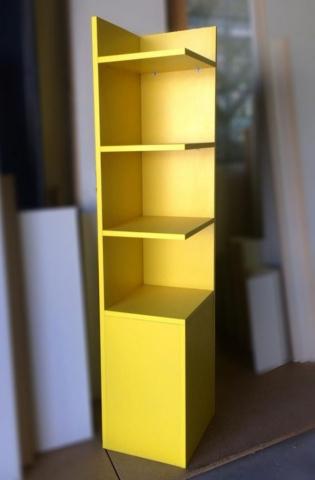 κίτρινη ραφιέρα ειδική κατασκευή ξύλου