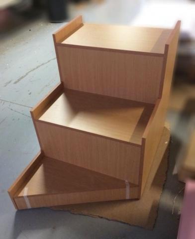 ξύλινα σκαλοπάτια ειδική κατασκευή στο χρώμα του ξύλου