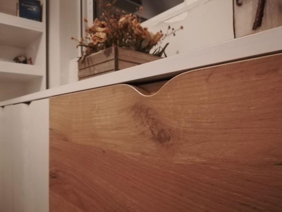 κομοδίνο συρταριέρα με κρυφά χερούλια