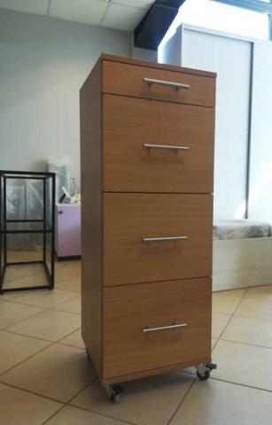 μικροέπιπλο γραφείου με τέσσερα συρτάρια και ροδάκια