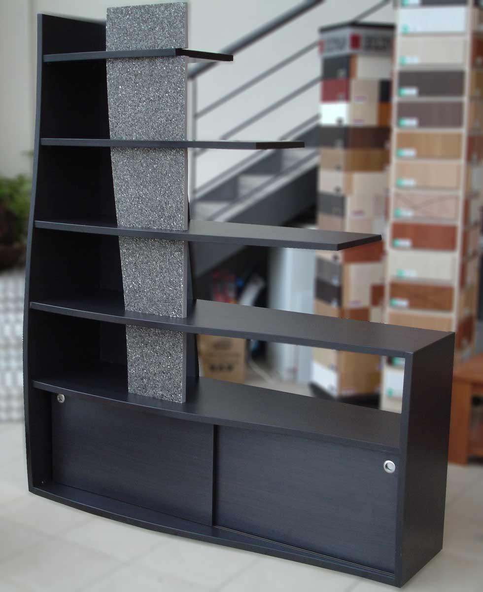 σκουρόχρωμη βιβλιοθήκη για γραφείο με ράφια χωρίς στήριξη