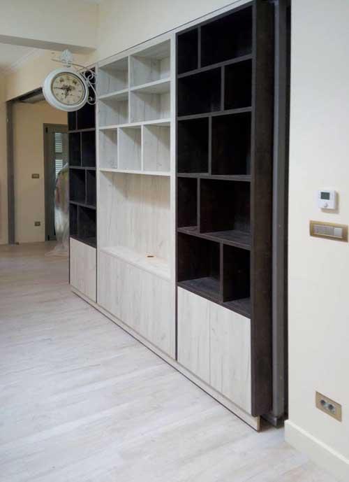 τρίφυλλη βιβλιοθήκη μελαμίνης σε 2 αποχρώσεις του ξύλου